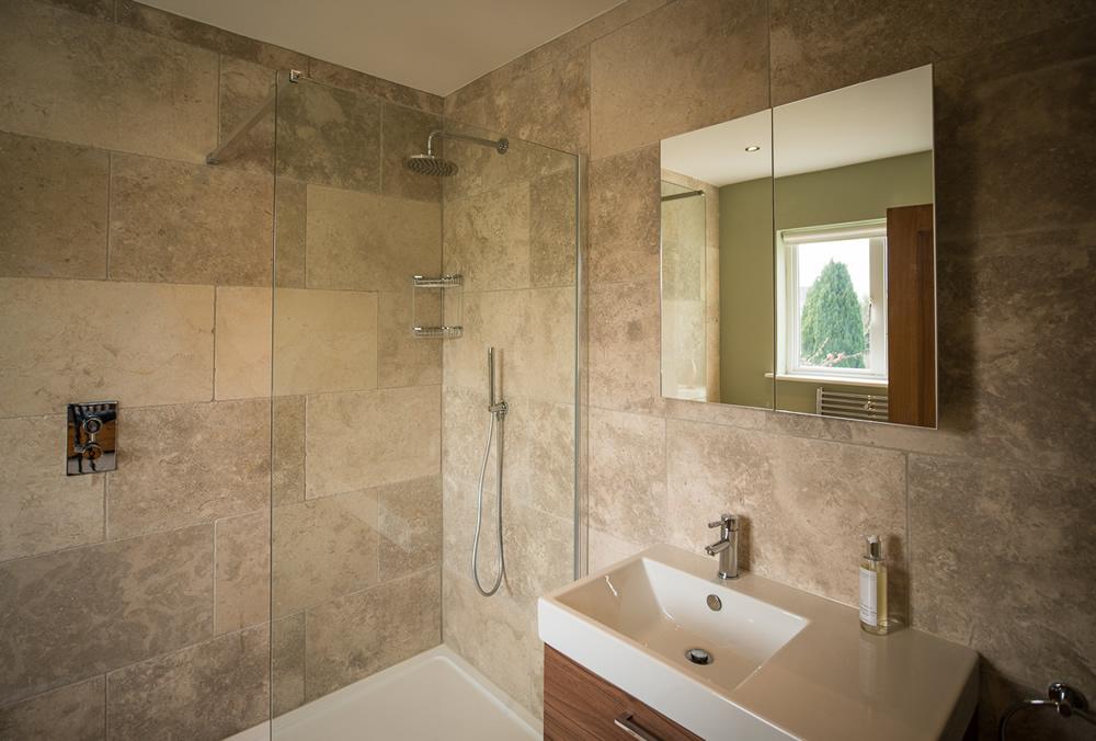 Natural stone & Porcelain tiles